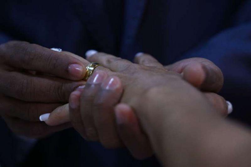Justiça flagra jovem que 'casou' com tia de 94 anos para ficar com a pensão