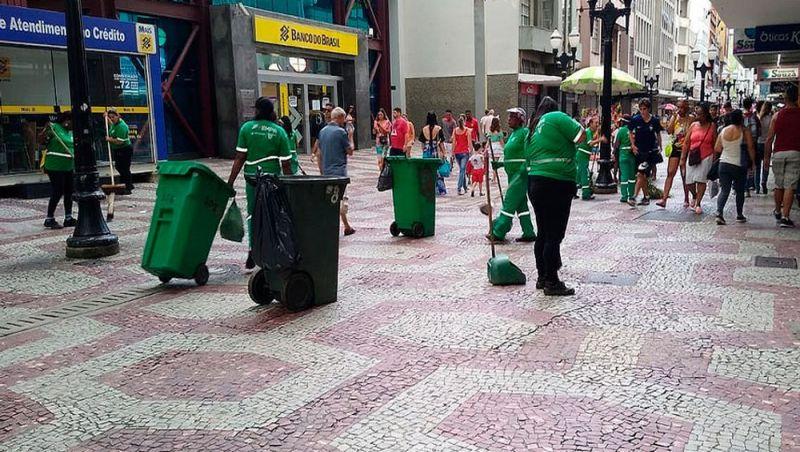 Mais de cinco toneladas de lixo foram recolhidas durante o carnaval em Juiz de Fora