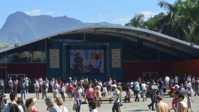 Festa literária de Paraty é sucesso de público, debate e autores