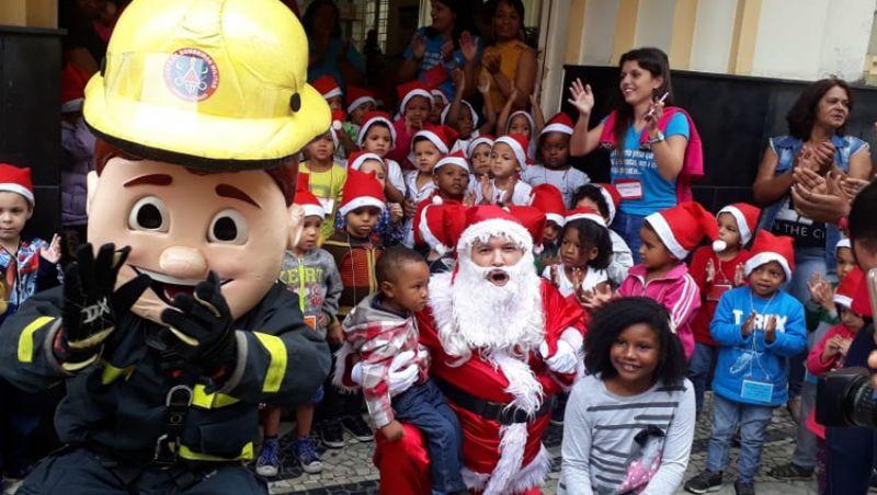 Chegada do Papai Noel movimenta a agência dos Correios no Centro de Juiz de Fora