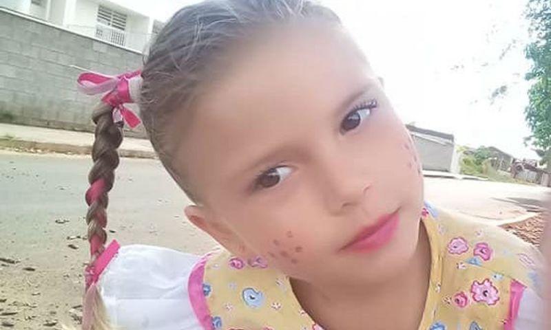 Morre menina picada por escorpião no quintal de casa em SP