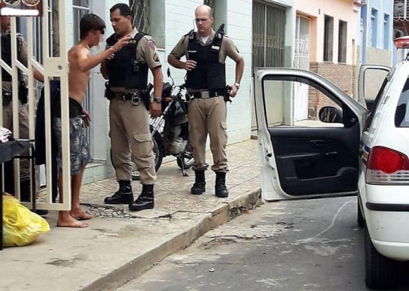 Quatro são feridos durante perseguição e tentativa de homicídio em Ubá