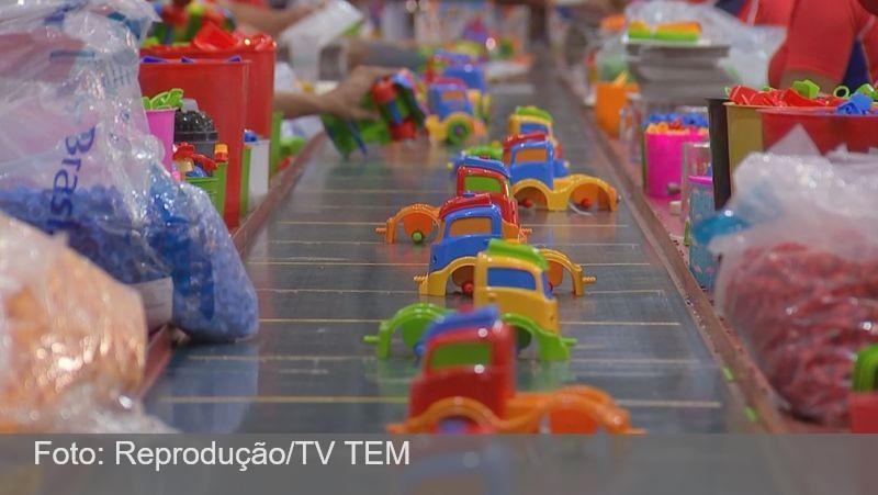 Com demanda em alta, fábricas de brinquedos contratam novos funcionários