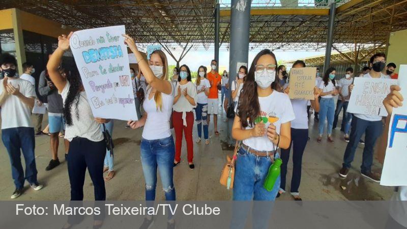 Pandemia afeta cursos de medicina e alunos pedem volta de aulas práticas