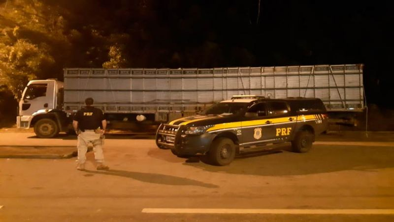 PRF recupera em JF caminhão roubado em 2018 no Rio de Janeiro
