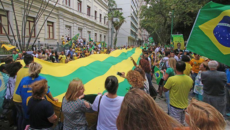 Grupos de direita convocam ato pró-Bolsonaro no Parque Halfeld em JF