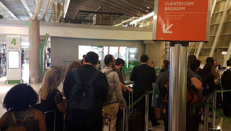Companhias aéreas deixam por último passageiros com bagagem de mão