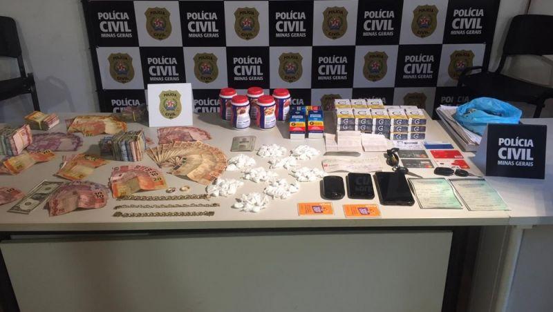 Homem é preso com papelotes de cocaína e quase R$ 5 mil em dinheiro em Juiz de Fora