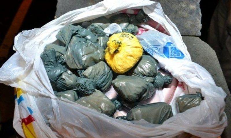 Jovem é pego com 18 porções de pasta base de cocaína em Muriaé
