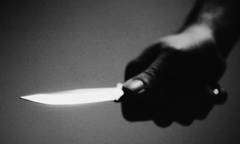 Três pedestres são alvos de ladrões armados com faca em JF