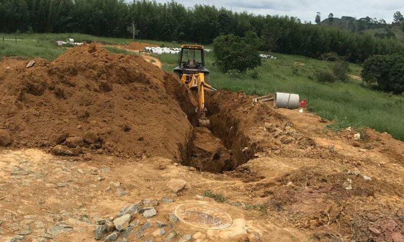 Homem fica parcialmente soterrado em deslizamento de terra em Juiz de Fora