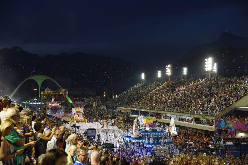 Estácio dá largada ao desfile do Grupo Especial, na Sapucaí