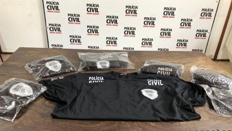 Homem acusado de vender camisas da Polícia Civil sem credenciamento é preso em JF