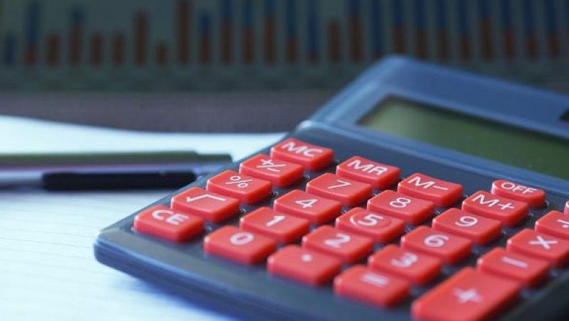 Fazenda sugere à transição subir impostos para reequilibrar contas
