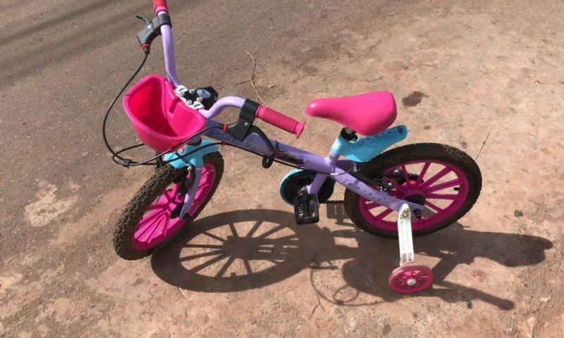 Menina de 3 anos é baleada na cabeça enquanto andava de bicicleta no DF