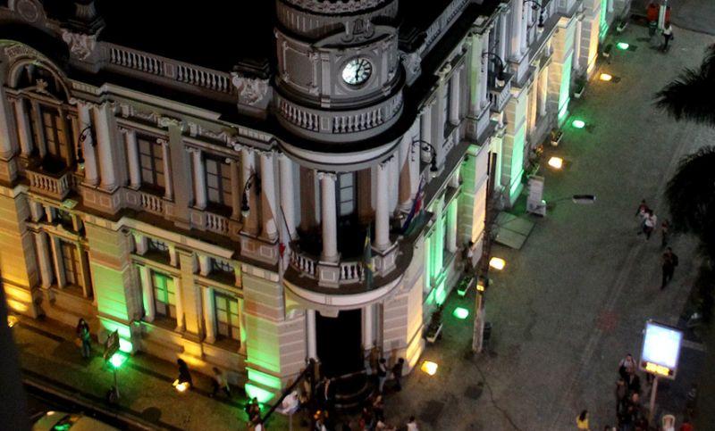 """Em apoio à Seleção, """"Morro do Cristo"""" e prédio da Funalfa ficam verde e amarelo"""