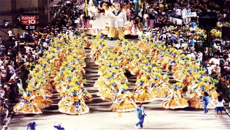 Há 20 anos, mineiros escreviam o samba-enredo da Portela sobre um pedaço da história do Brasil