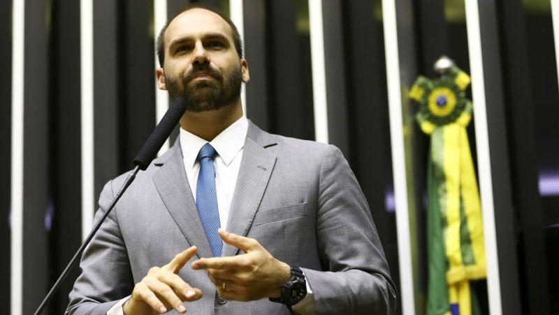 Maia valida suspensões de bolsonaristas; Eduardo perde liderança