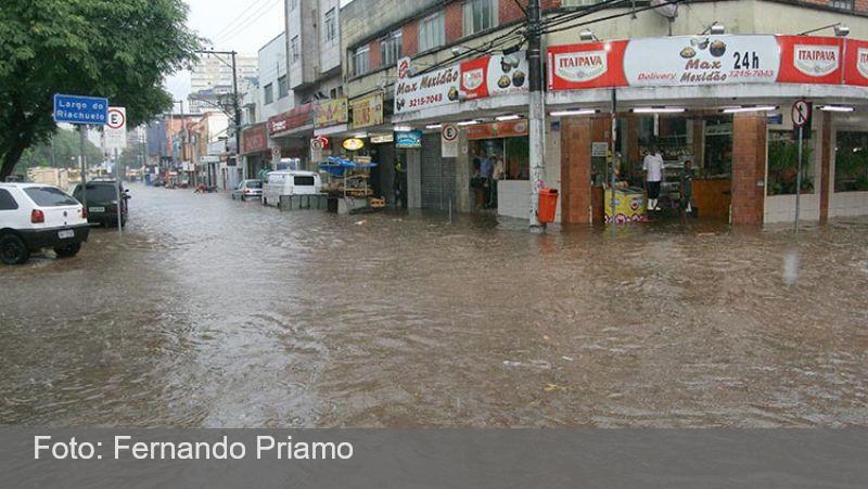 Alagamentos causados pelas chuvas se agravam em Juiz de Fora
