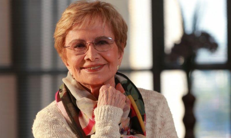 Atriz Glória Menezes de 83 anos foi internada às pressas