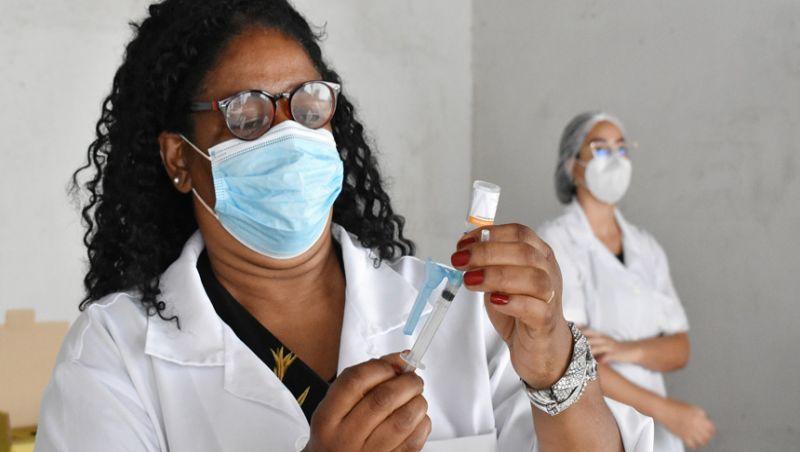 PJF inicia pré-cadastro de profissionais da saúde com 50 anos ou mais na ativa
