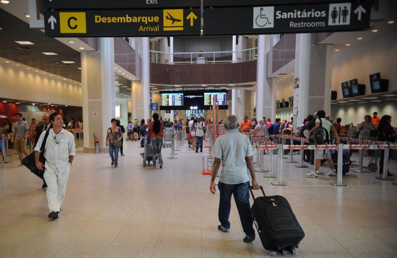 Maioria dos voos é mantida dentro do horário previsto no início deste sábado