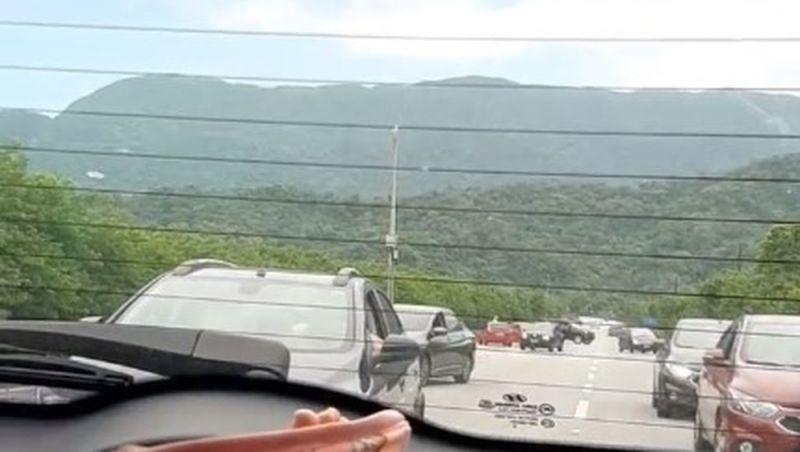 Motoristas fogem pela contramão ao perceberem assalto em rodovia de SP; vídeo