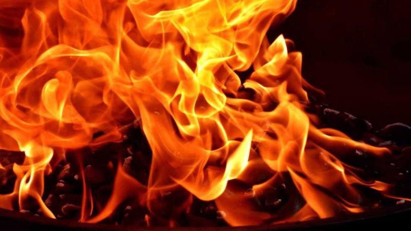 Homem é preso por colocar fogo em carro que obstruía garagem