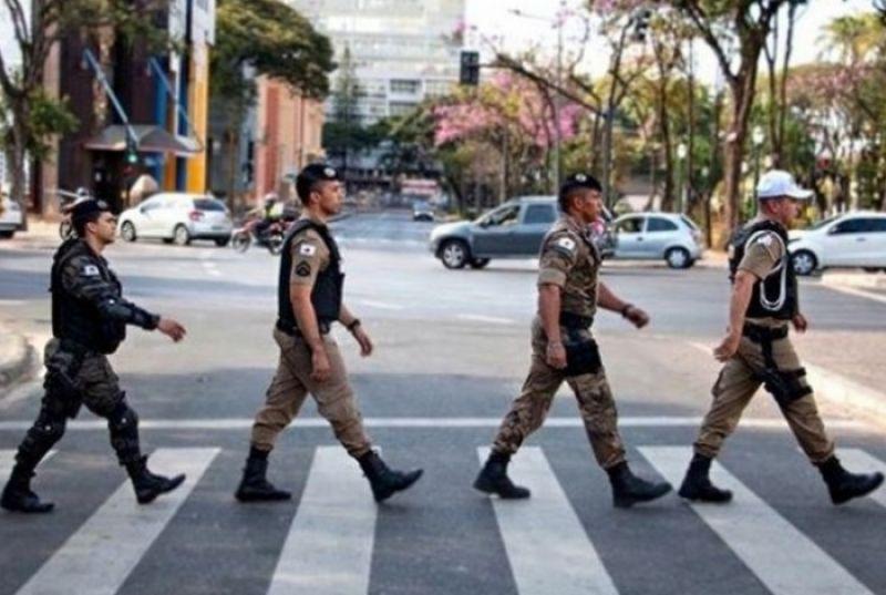 Polícia de MG recria capa de disco para homenagear Beatles