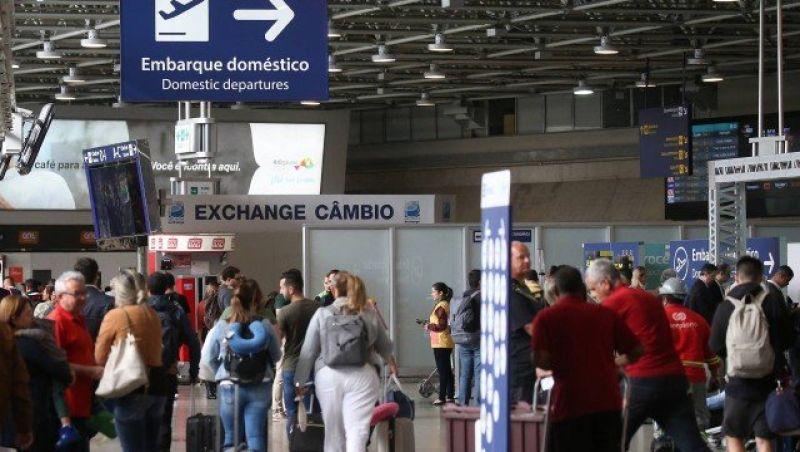 Sem concorrência, companhias aéreas brasileiras cobram preços de voo internacional para destinos domésticos