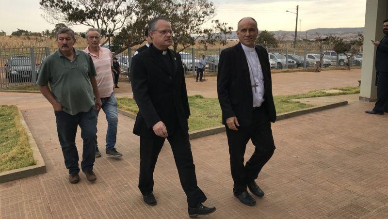 Bispo de Formosa e padres acusados de desviar R$ 2 milhões em dízimos enfrentam 1ª audiência