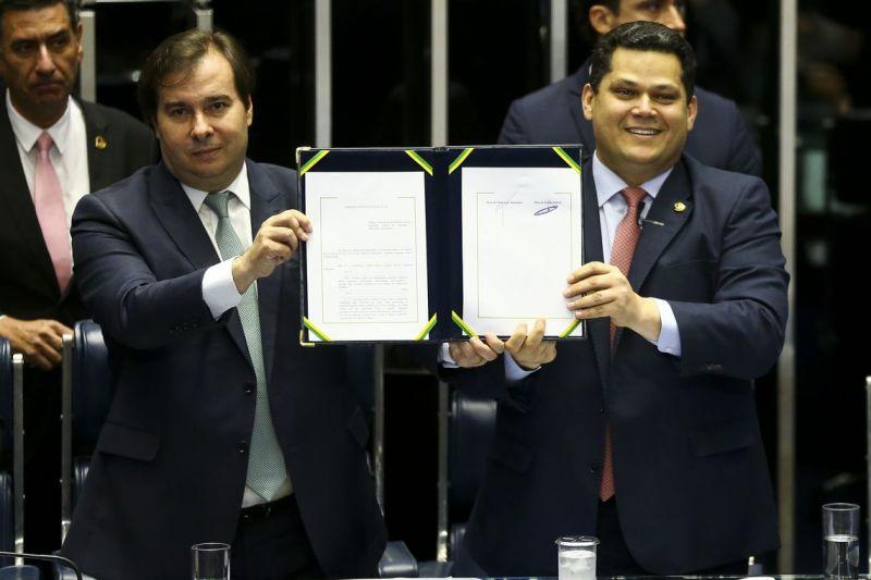 Parlamentares comemoram promulgação da reforma da Previdência