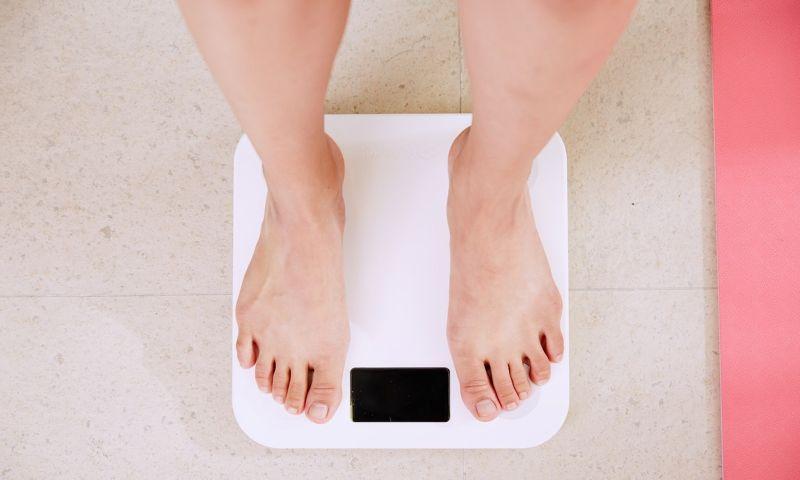 Ser muito gordo ou muito magro 'pode custar 4 anos de vida', aponta estudo