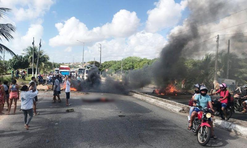 Corpo é jogado em avenida em protesto após confronto em Natal