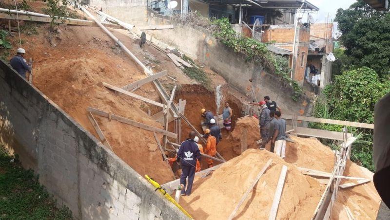 Prefeitura inspeciona obra que soterrou e deixou três pessoas feridas em Juiz de Fora