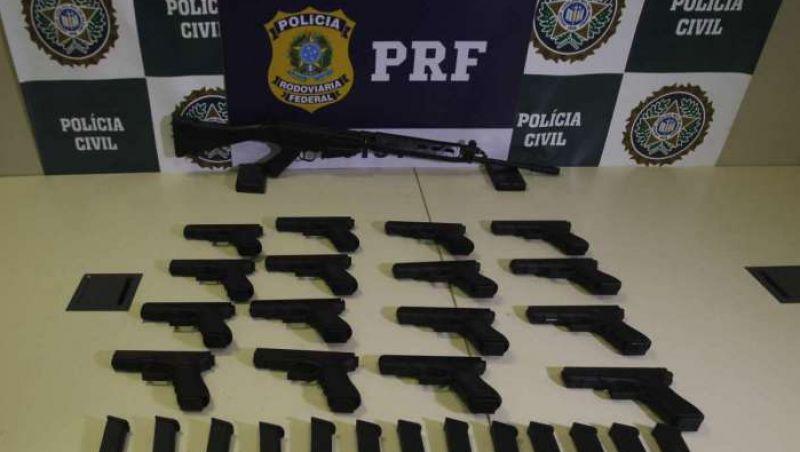 PRF apreende pistolas e fuzis na Via Dutra, no Rio