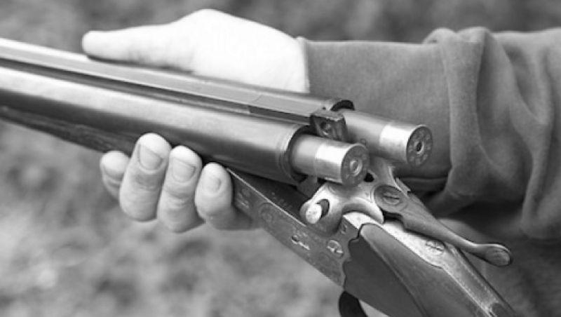 Homem dispara espingarda e fere pais idosos com estilhaços em JF