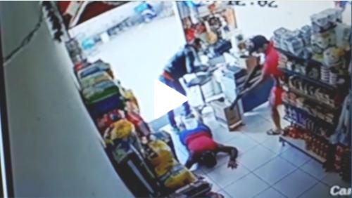 Sem reagir, comerciante é morto com tiros na cabeça dentro de mercadinho na Grande Natal; veja vídeo