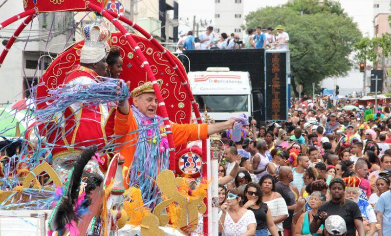 """Sábado de carnaval em JF é conduzido pelo ritmo da """"Banda Daki"""""""