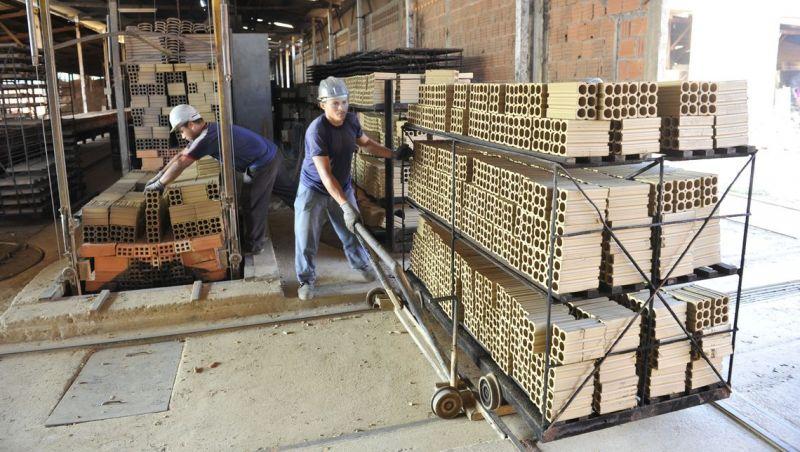 Economia se recupera lentamente, mas há espaço para melhora, diz IBGE