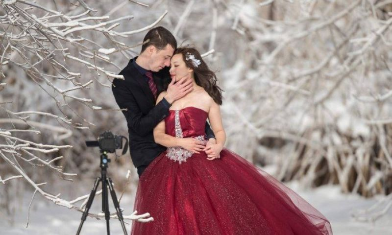 Casal desafia onda de frio e posa para fotos do casamento a -6ºC, nos EUA