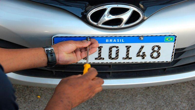 Despachantes de veículos trazem à Câmara denúncia de superfaturamento nas placas em Juiz de Fora