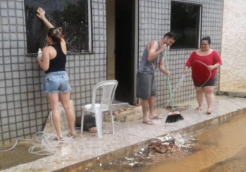Depois da chuva muriaenses começam limpeza de ruas